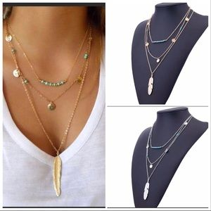 🎉 3 layer feather necklace